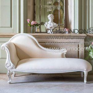 Antique White Chaise Longue Overall