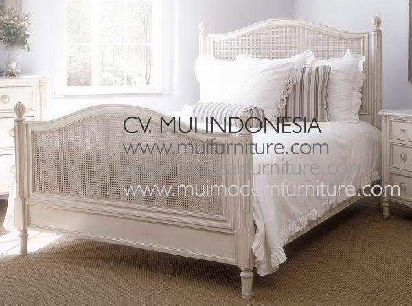 Isabella Bed Antique White, Size Queen 160W x 200D cm