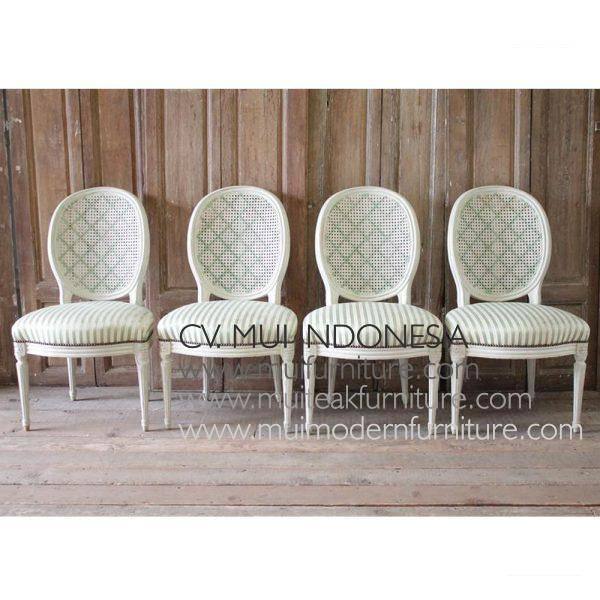 Le Set of Four Louis xvi Style French Dining Chairs
